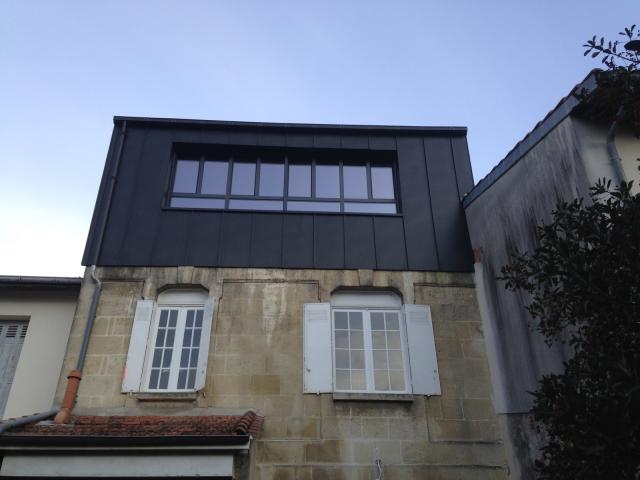Bardage zinc bordeaux couvertures laurencin for Entreprise extension maison yvelines